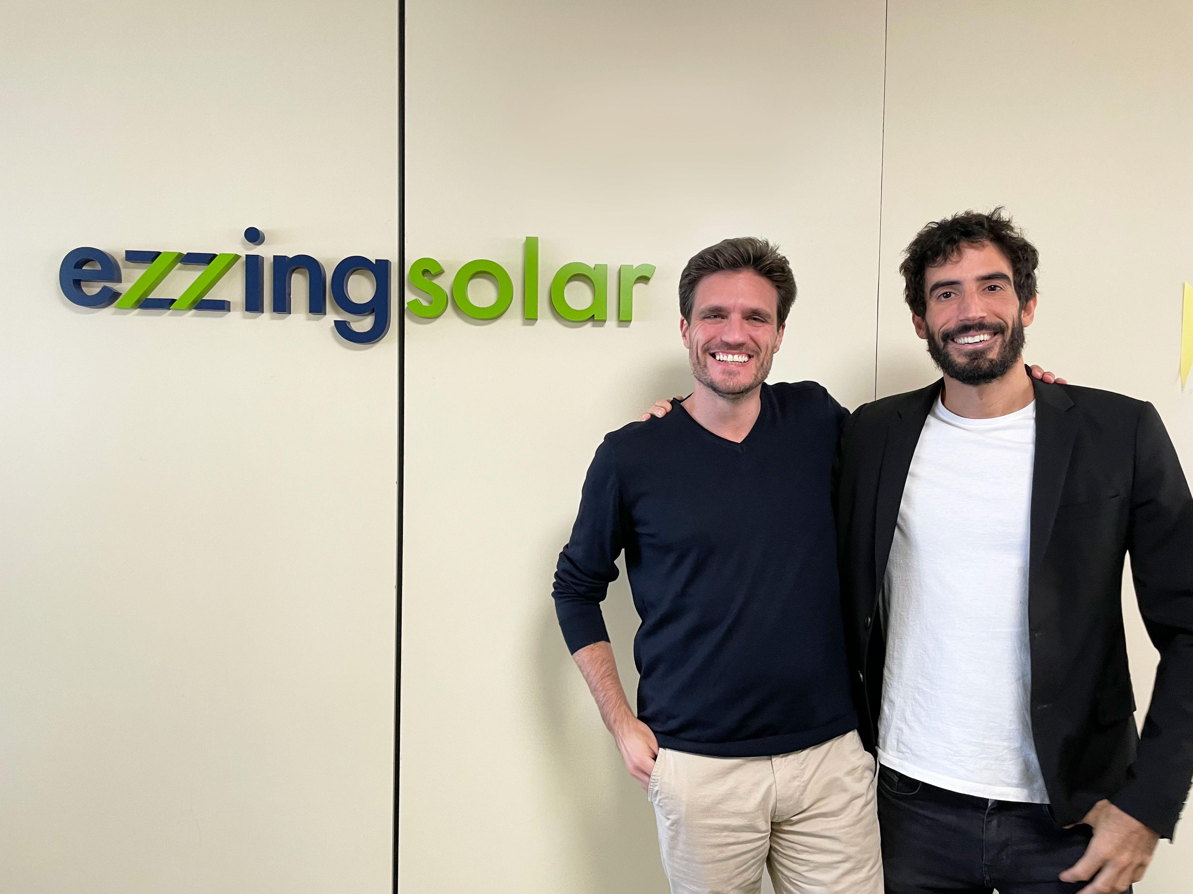 Ezzing Solar - Alberto Cortés y Víctor Sancho[1]